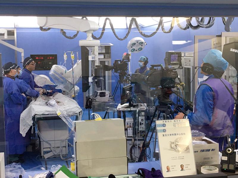葛均波院士团队演示PCI手术2例
